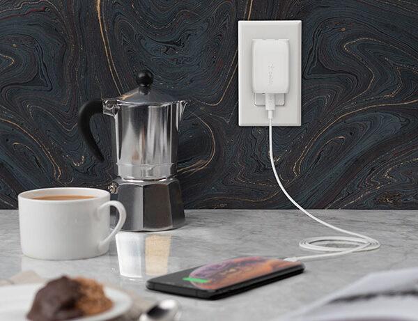 belkin-F7U096dqWHT-usb-c-wall-charger-lifestyle-v01-r01-820x461-us